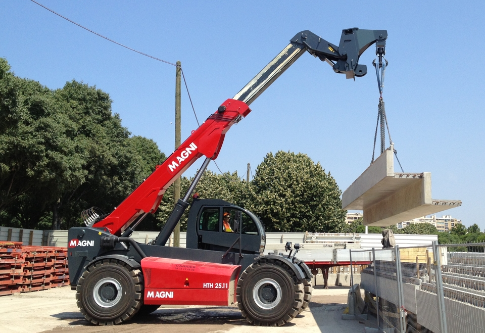 Telehandlers MAGNI HTH 24.11 with hook