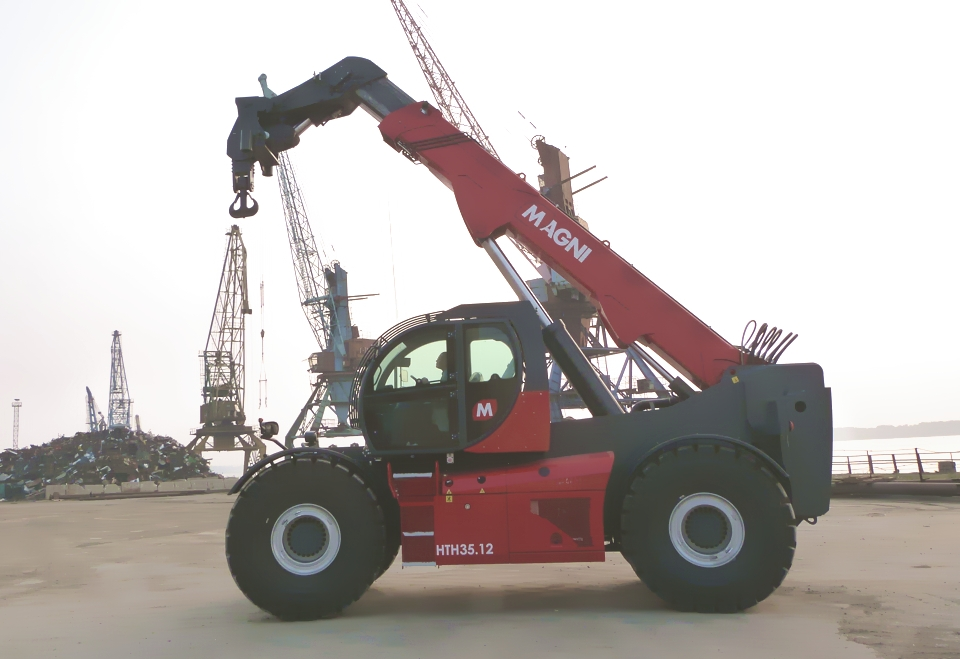 Telescopic handler MAGNI HTH 35.12 with crane boom
