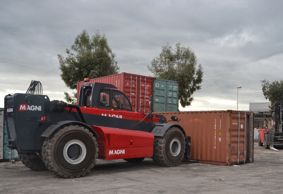 Telehandler MAGNI HTH 35.12 with forks for container